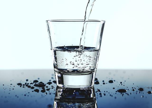 verre-eau-poids-emotions-peur-métaphore-hypnose-thonon-haute-savoie